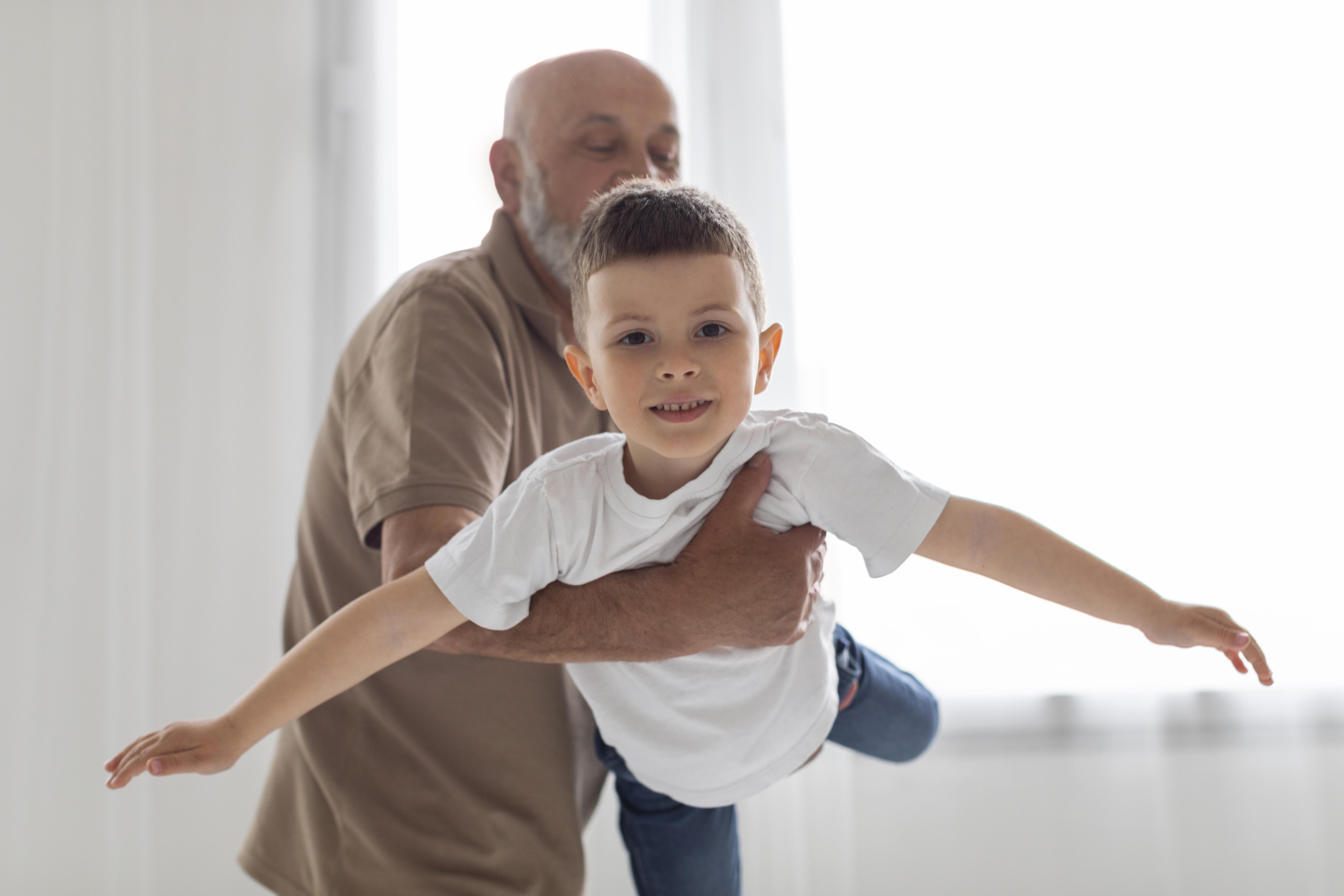 Padres a los 60: cuánto se multiplica el promedio de tiempo que se necesita para concebir